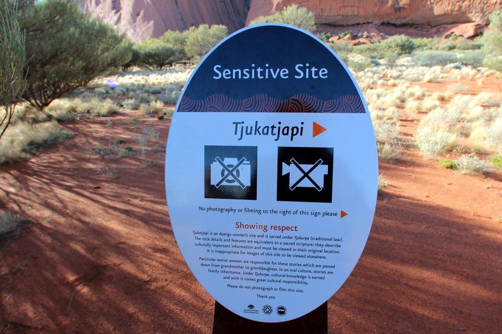 Australia0524_UluṟuAyersRock_BaseWalk