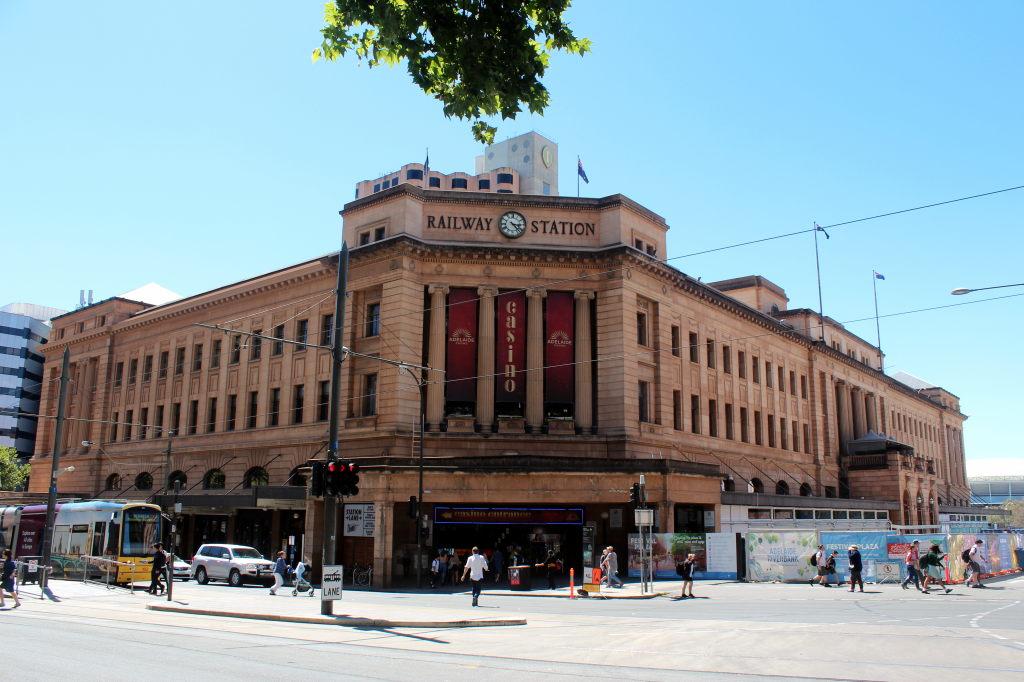 Australia2735_Adelaide_NorthTerrace_RailwayStation
