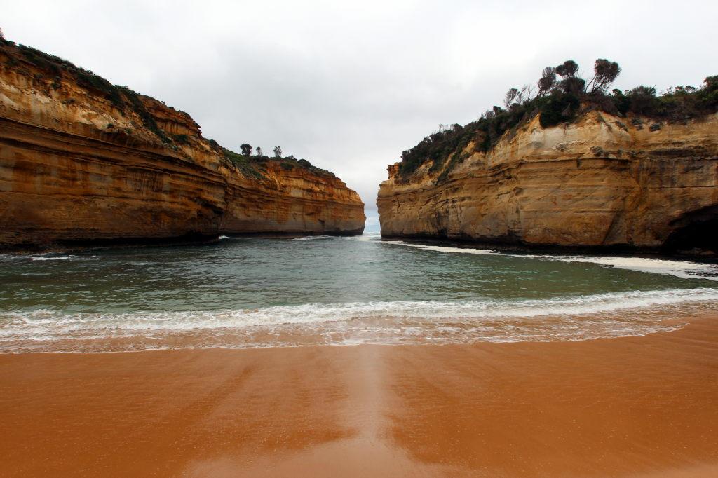 Australia3522_GreatOceanRoad_LochArdGorge_TwoSurvivors
