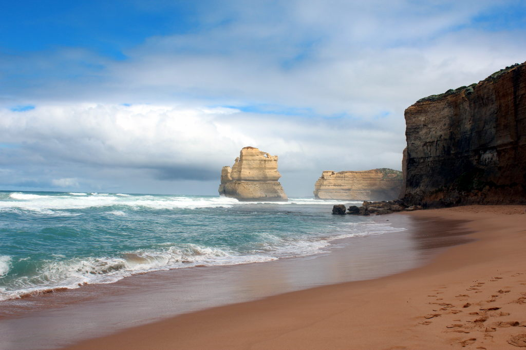 Australia3577_GreatOceanRoad_GibsonSteps