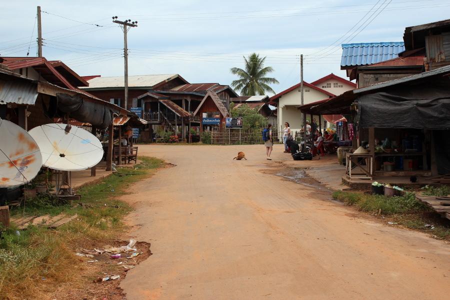 LaosThai0550_Laos_BusStop