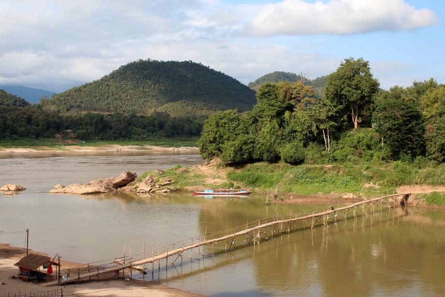 LaosThai1374_Laos_LuangPrabang_KingkitsaratRd_NamKhanRiver