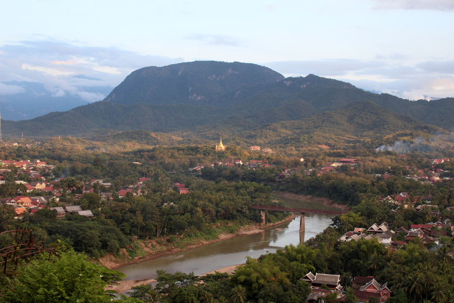 LaosThai1418_Laos_LuangPrabang_ThatChomsiStupa