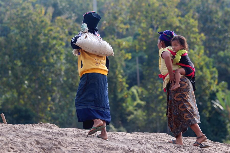LaosThai1644_Laos_navigazioneMekong.jpg