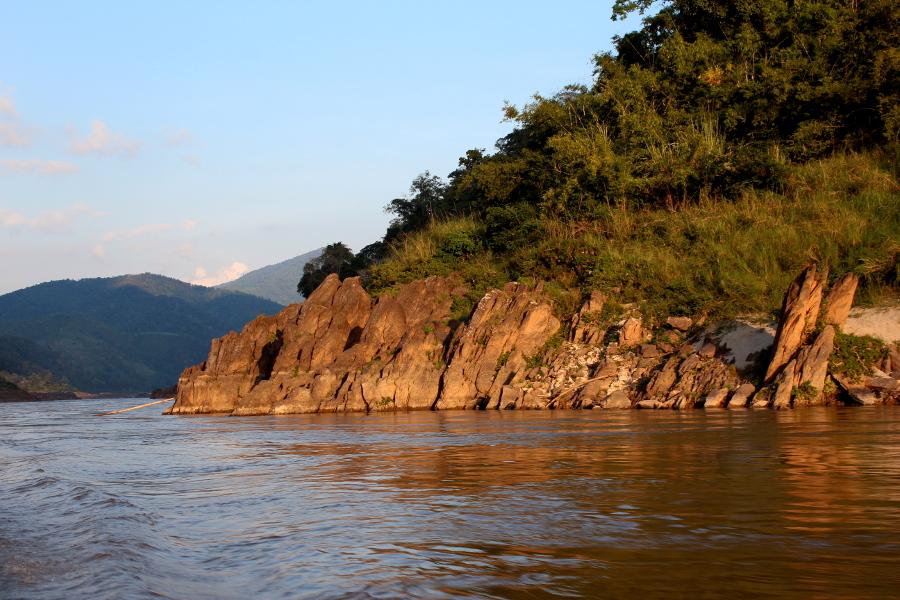 LaosThai1679_Laos_navigazioneMekong.jpg