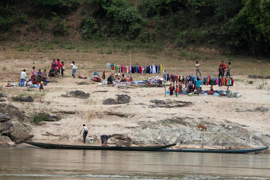 LaosThai1723_Laos_navigazioneMekong.jpg