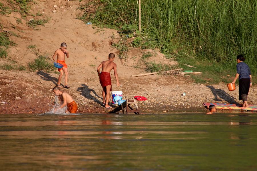 LaosThai1799_Laos_navigazioneMekong.jpg