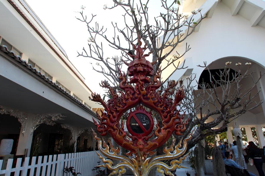 LaosThai1882_Thai_ChiangRai_WhiteTemple.jpg