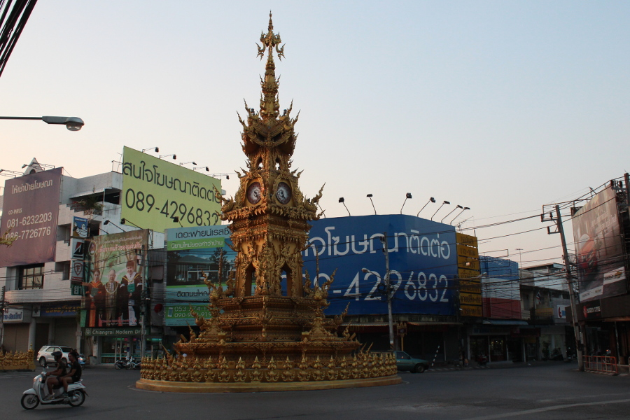 LaosThai1903_Thai_ChiangRai_clockTower.jpg