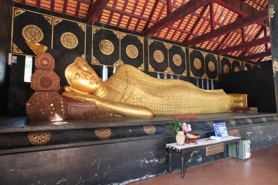 LaosThai1994_Thai_ChiangMai_WatChediluangVaraviharn.jpg