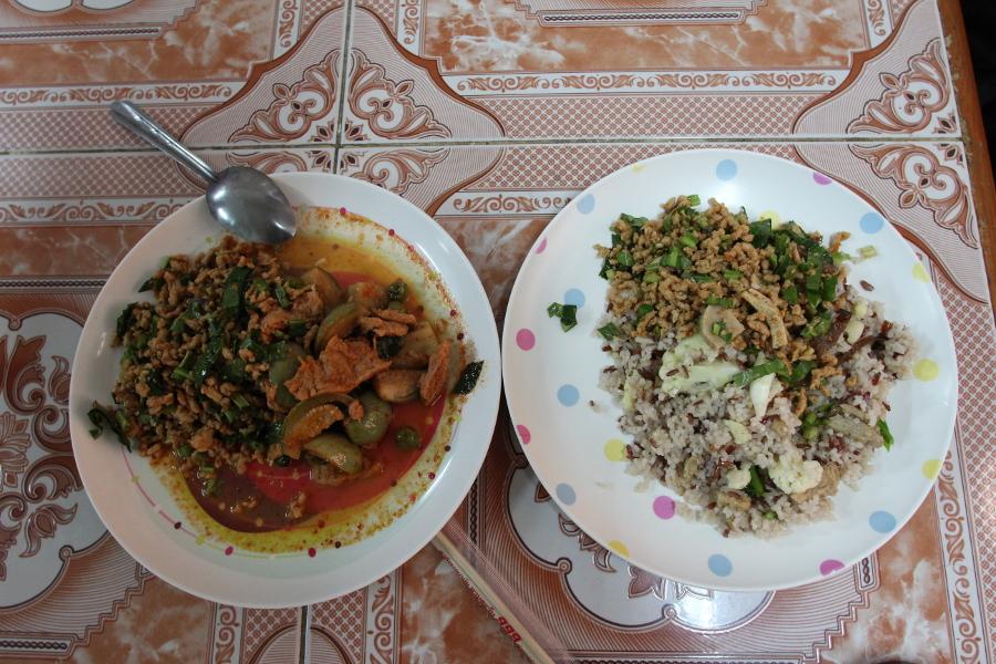 LaosThai2035_Thai_ChiangMai_MingkwanVegetarianFood.jpg